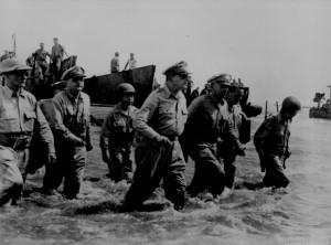 Tướng Doughlas McAthur - một biểu tượng cho tính nhân văn của tâm thức hòa bình mà Mỹ đã áp dụng lên Nhật sau thế chiến thứ 2. Để rồi ngày nay nước Nhật thể hiện lòng biết ơn với ông như người nước ngoài duy nhất trong top 20 người có ảnh hưởng đến nước Nhật cận đại