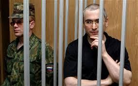 Cách mà Putin nắm hết Tam Quyền Phân lập, chi phối đám đông và nhà báo trong việc buộc tội Khodokovsky chẳng khác gì các tòa án dị giáo trung cổ hàng trăm năm trước