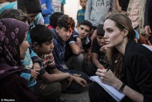 angelina-jolie-volunteer